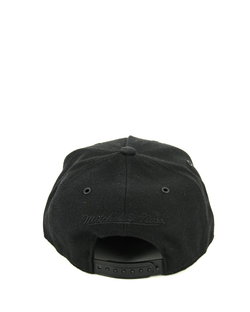 Mitchell & Ness Bulls Demand 2.0 Snapback Black/black