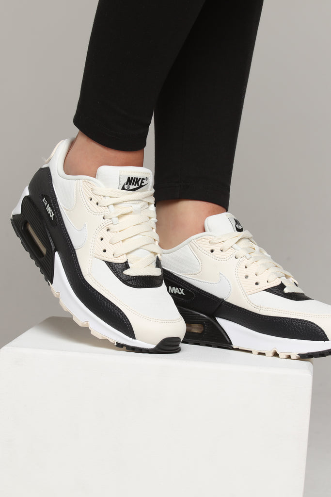 Nike Men And Women wmns Air Max 90 Essential WhiteBlack