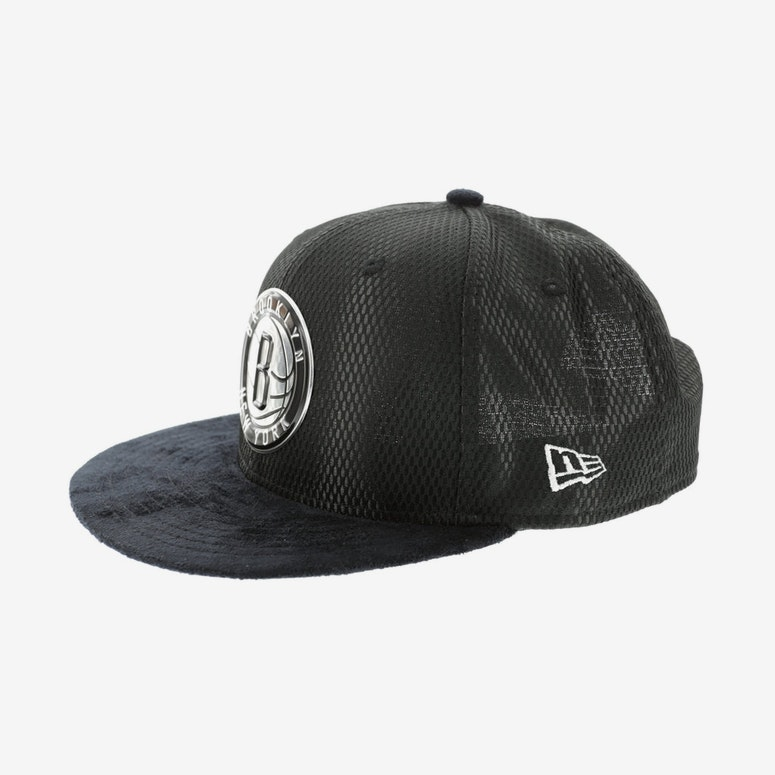 sports shoes e8e4a c12a1 New Era Brooklyn Nets 9FIFTY On-Court Collection Draft Snapback Black