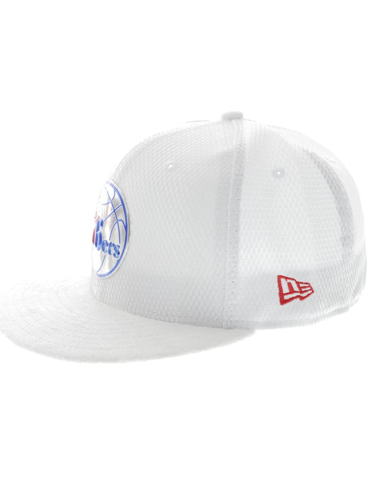 newest collection 2e0e5 3690a New Era Philadelphia 76ers 59FIFTY Fitted On-Court Collection Draft White
