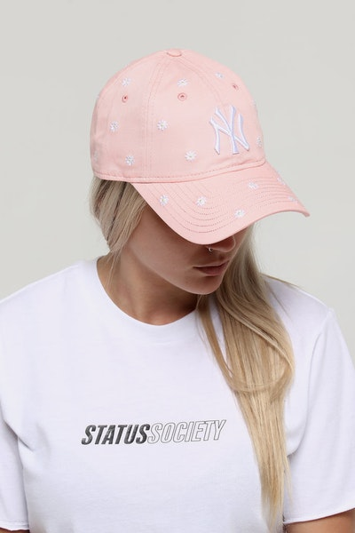 New Era Women's New York Yankees 9TWENTY Strapback Pink