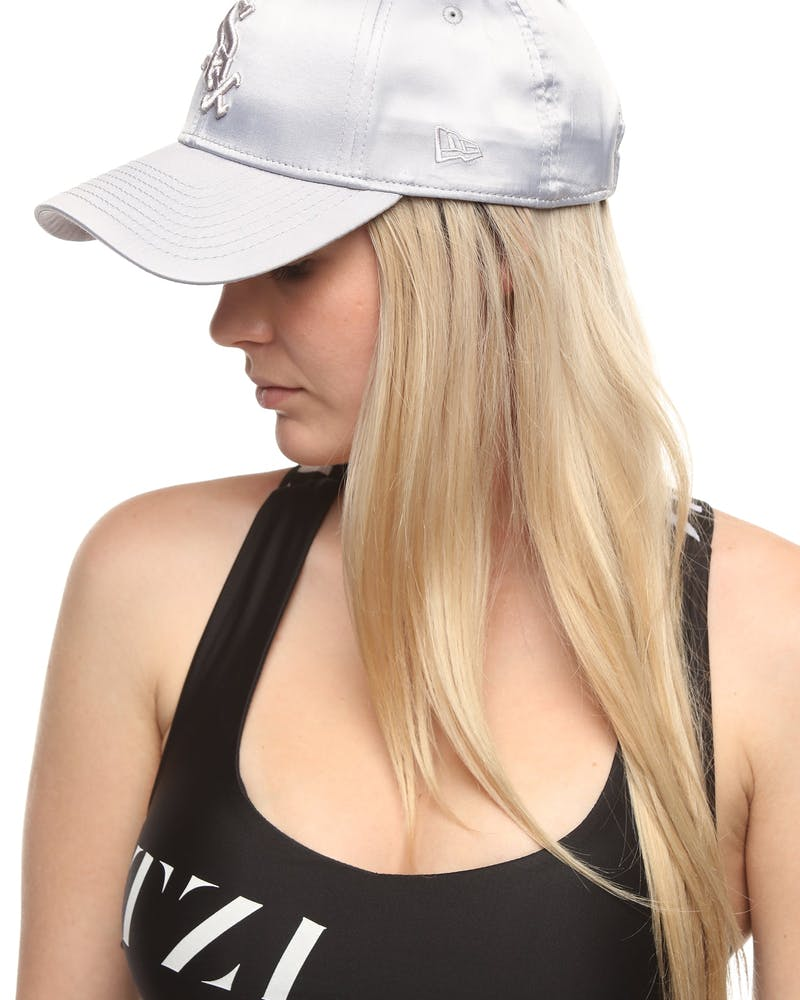 New Era Women's Chicago White Sox 9FORTY Strapback Mist Satin