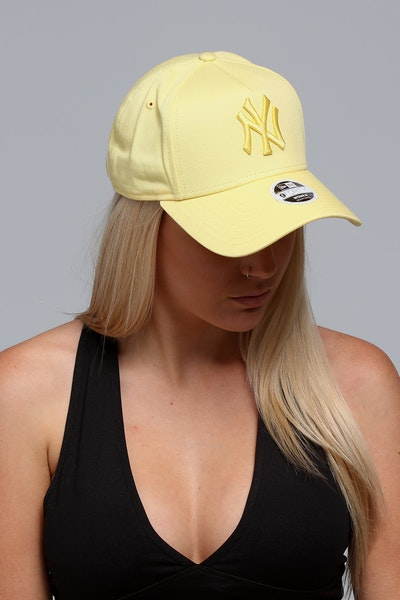 New Era Women's New York Yankees CK 940 A-Frame Strapback Pastel Yellow