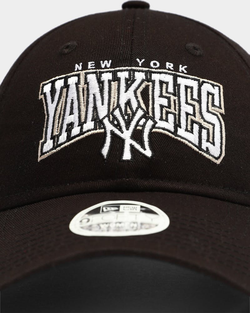 New Era Women's New York Yankees Throwback 9FORTY UN Strapback Black