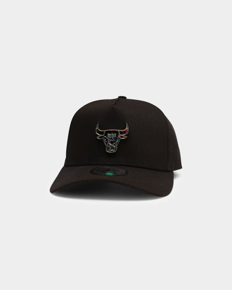 New Era Chicago Bulls Metal Mini Badge 9FORTY K-Frame Snapback Black/Iridescent