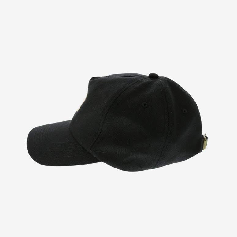 Centre Metal Badge Strapback Black