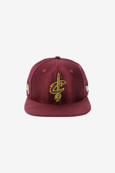 New Era Cleveland Cavaliers 9FIFTY Original Fit On-Court Collection Draft Snapback Burgundy