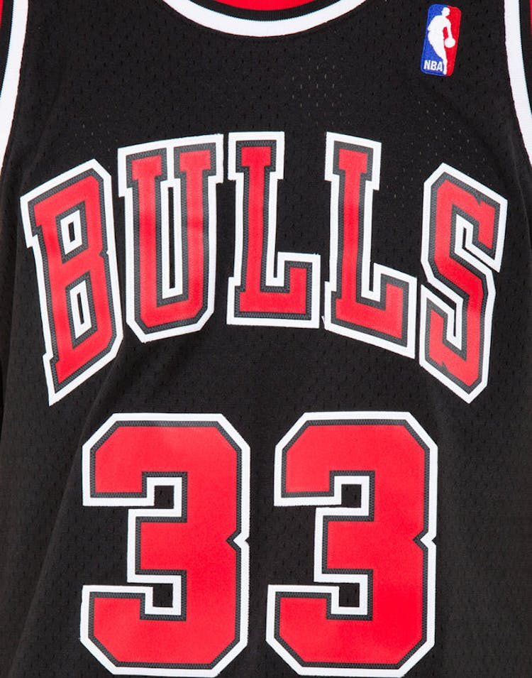 new product a95a1 4c888 Mitchell & Ness Chicago Bulls Scottie Pippen #33 Swingman Jersey Black/Red