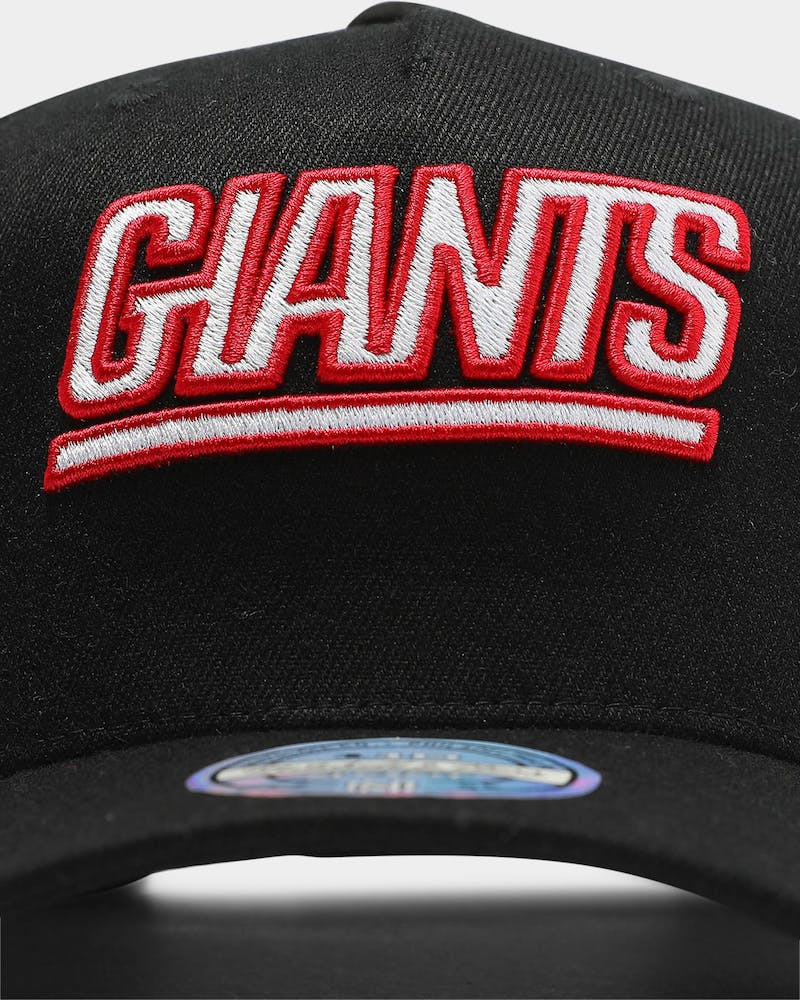 Mitchell & Ness New York Giants Team 110 Pinch Snapback Black