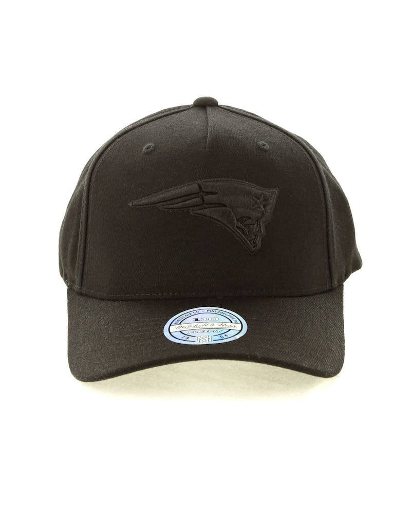 Mitchell & Ness New England Patriots 110 Snapback Black On Black