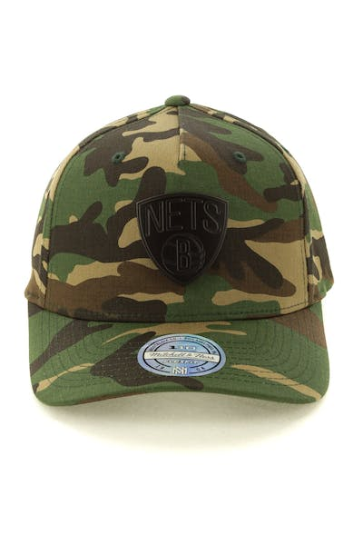 Mitchell & Ness Brooklyn Nets Metal Badge 110 Snapback Camo