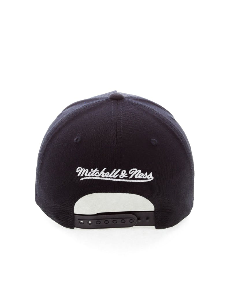 Mitchell & Ness Cleveland Cavaliers Team 110 Pinch Snapback Black/Red/Green