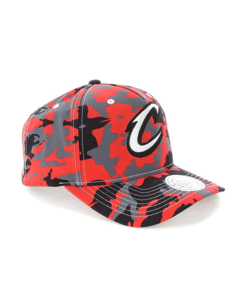 Mitchell & Ness Cleveland Cavaliers 110 Pinch Panel Snapback Camo/Red
