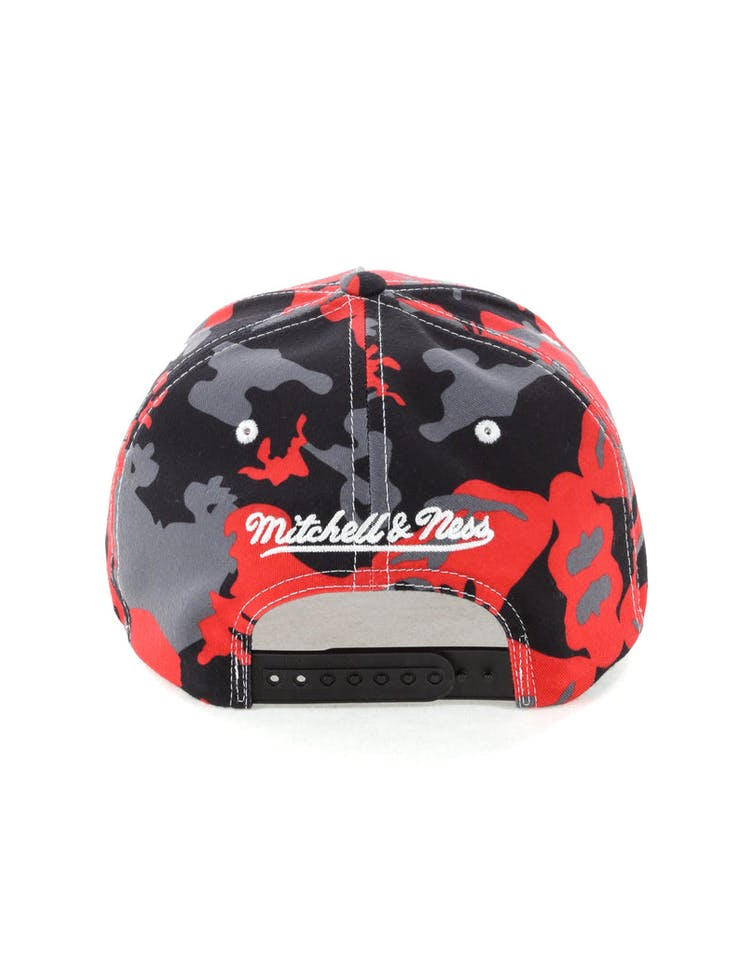 Mitchell & Ness Toronto Raptors 110 Pinch Panel Snapback Camo/Red