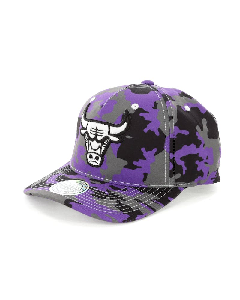 Mitchell & Ness Chicago Bulls 110 Pinch Panel Snapback Camo/Purple