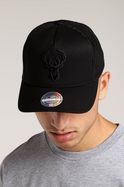 Mitchell & Ness Milwaukee Bucks 110 Snapback Trucker Black/Black