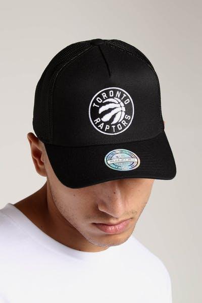 120ddf66e66 Mitchell   Ness Toronto Raptors 110 Snapback Trucker Black White