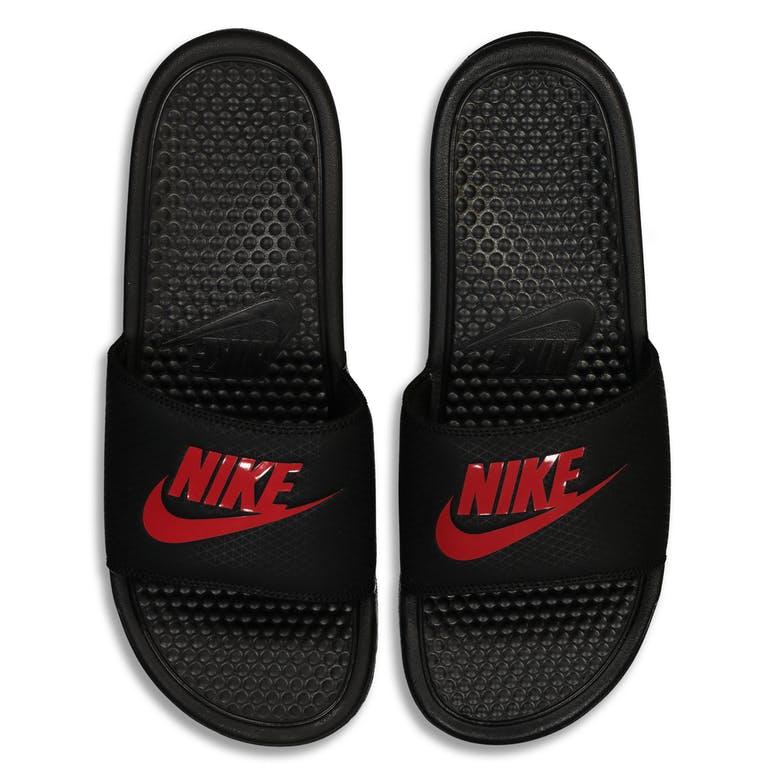 brand new f00d5 452df Nike Benassi
