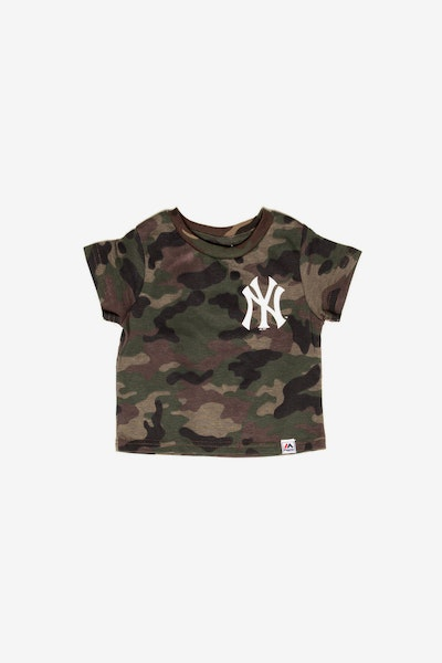 Majestic Athletic Infant New York Yankees Team Logo Tee Camo/White