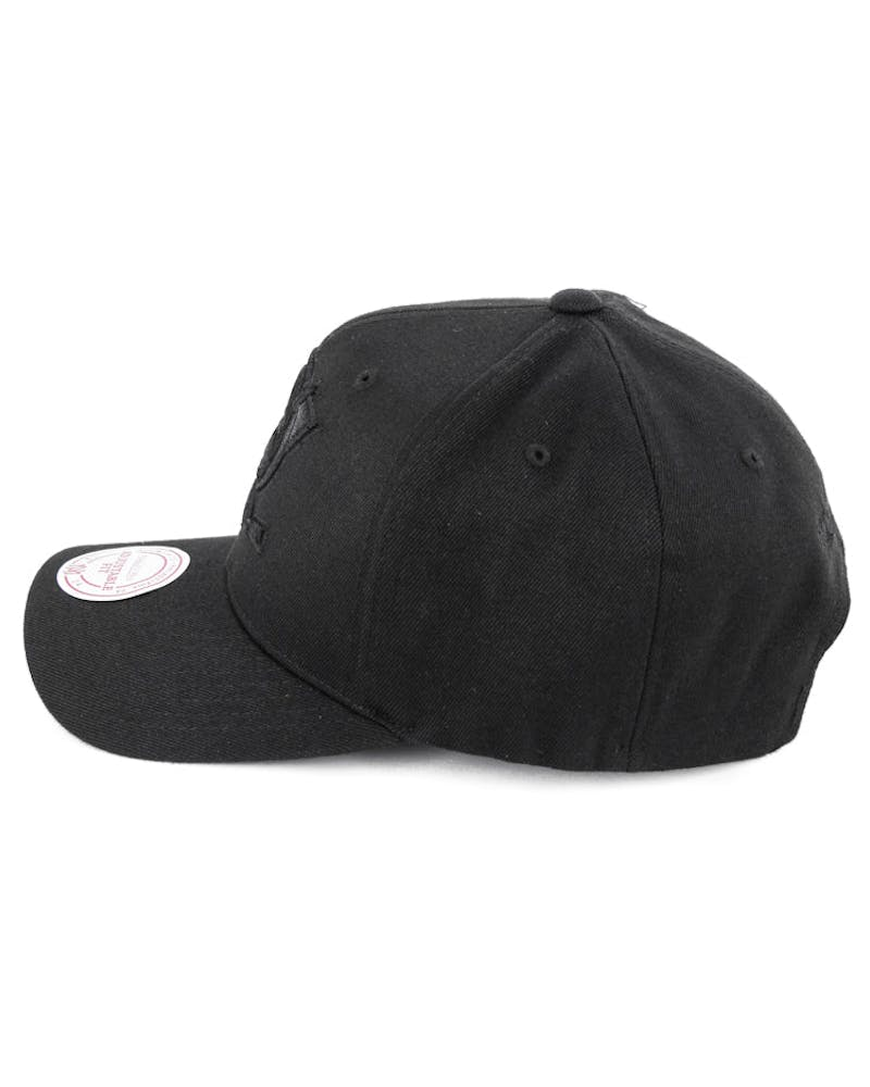 Blackhawks 110 Snapback Black/black