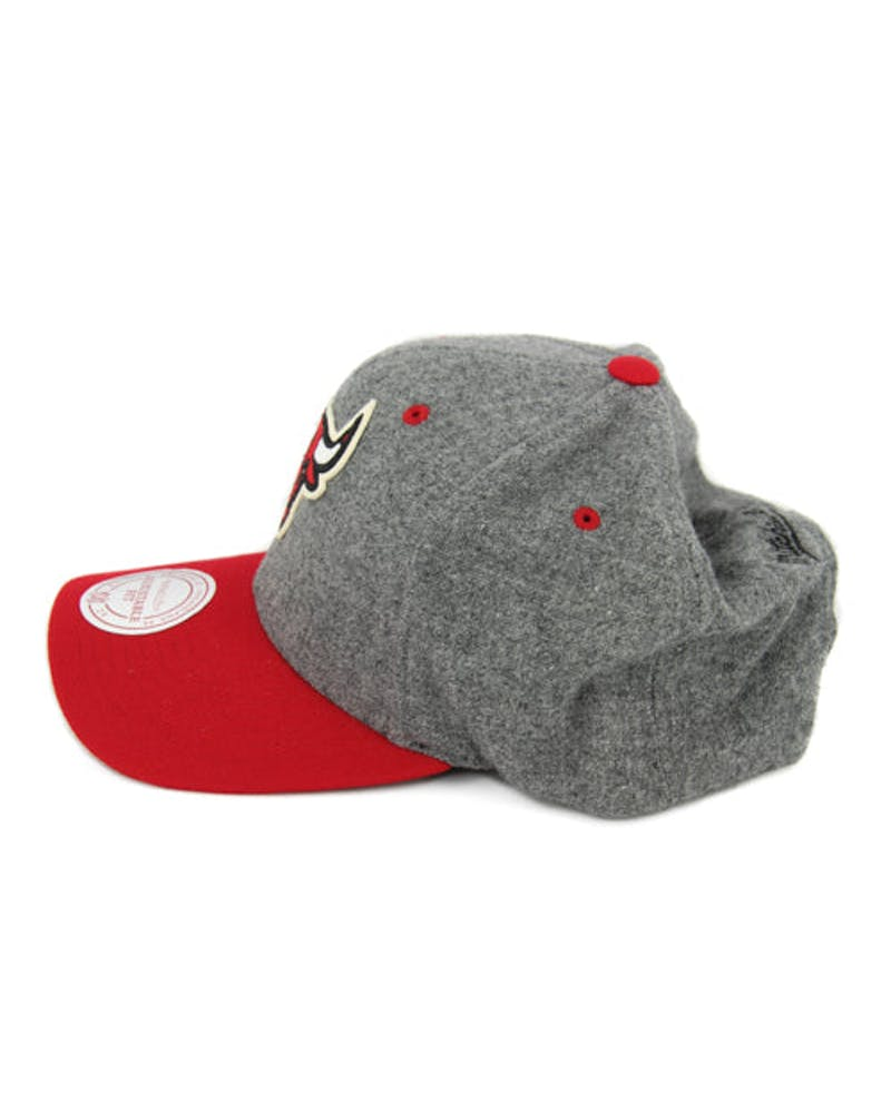Bulls 2tone 110 Curved Snapback Grey/red