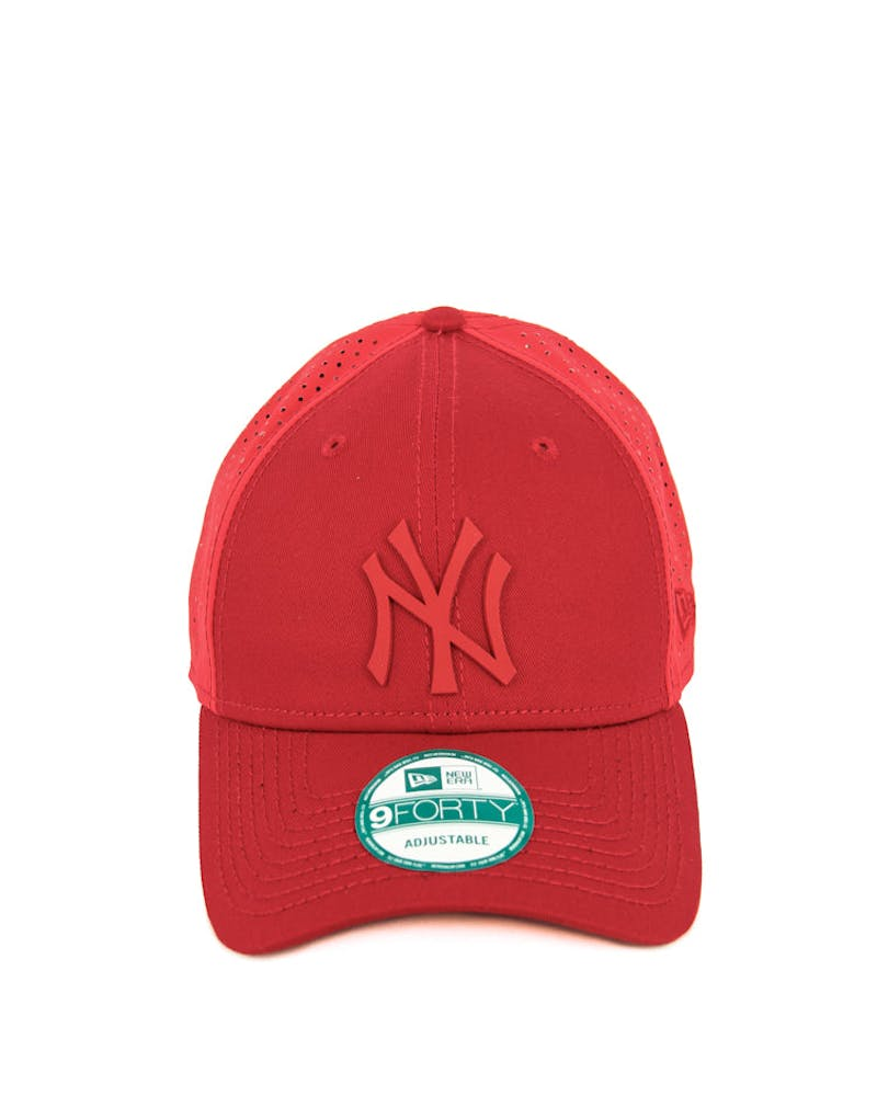 New Era Yankees 9FORTY Tech Mesh Clipback Scarlet
