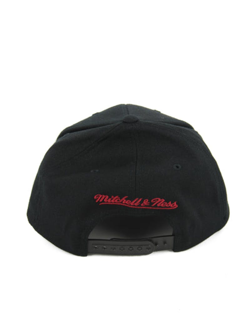 Heat 110 Logo Curved Snapback Black