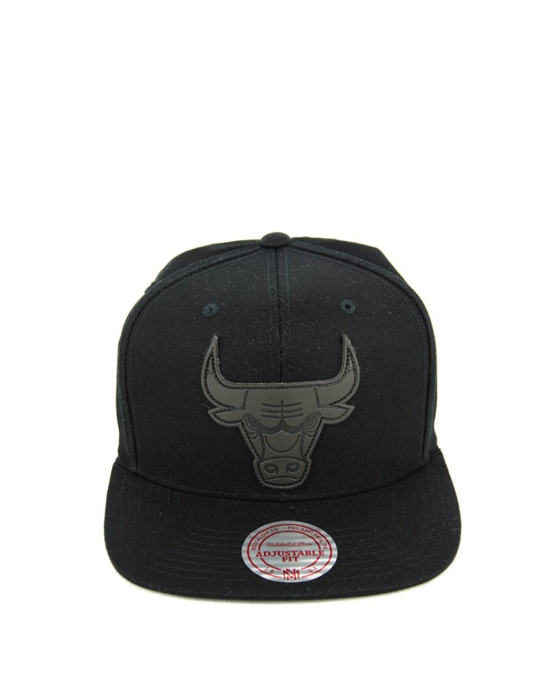 Bulls Hot Stamp Snapback Black/black